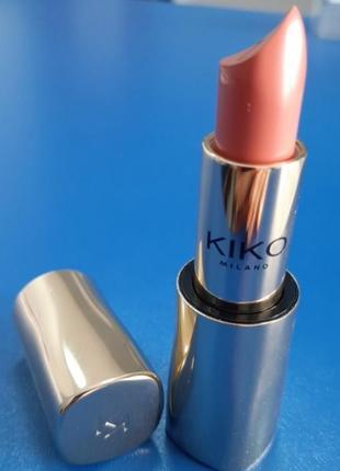 Кремовая помада с чистым цветом и сияющим финишем kiko magical holiday creamy lipstick