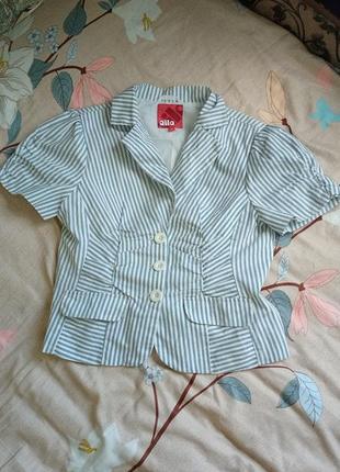 Классный, модный стильный пиджачок в полоску3 фото