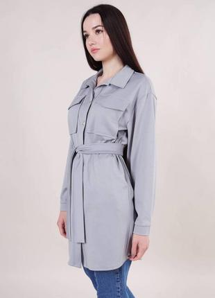 Женская рубашка серая с карманами на пуговицах с поясом длинная модная красивая однотонная трендовая светлая стильная
