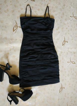 Платье на тоненьких бретельках