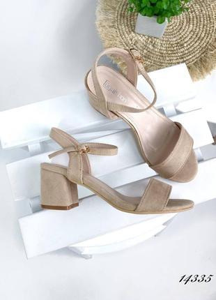 Босоножки боссоножки сандалии бежевые эко замш на низком каблуке
