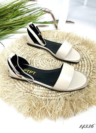 Босоножки боссоножки сандалии бежевые белые низкие эко лак