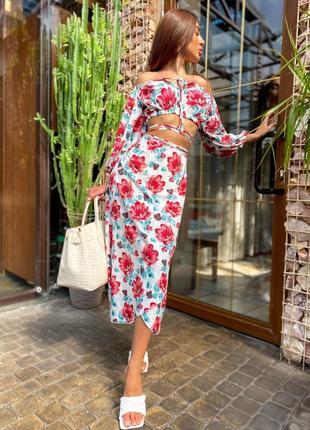 Летний яркий костюм в цветочный принт топ и юбка миди
