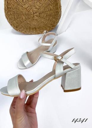 Босоножки боссоножки сандалии серебристые на низком каблуке эко кожа