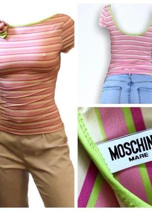Облегающая яркая футболка с бантом и полуоткрытой спинкой