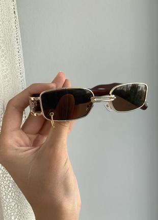 Стильные трендовые солнцезащитные очки коричневые