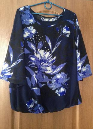 Нарядная блузка с рукавом 3/4 от david emanuel с красивыми цветами.