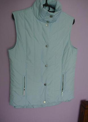 Продам жилетку нежно голубого цвета от известного tommy hilfiger.