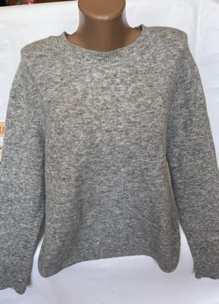 Стильный нежный свитер cos