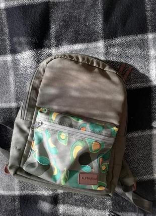 Отличный рюкзак хорошей фирмы хаки цвета