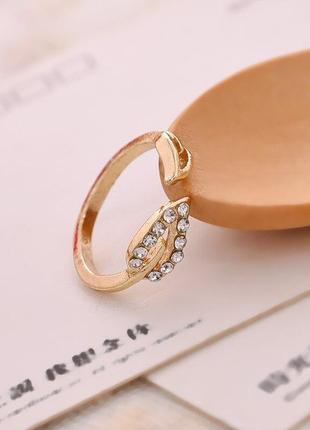 Кольцо колечко каблучка с листиками под золото новое