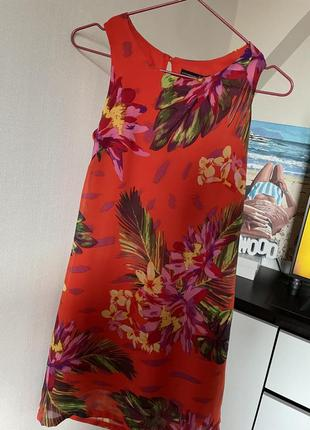 Шикарное платье в цветочный принт atmosphere