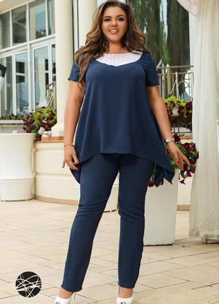 Костюм из блузы с асимметричным нижним краем и брюк 4 цвета