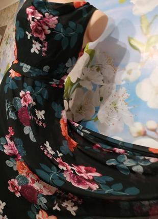 Романтичное платье шифоновое в розах с расклешенной юбкой англия