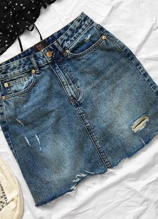 Стильная синяя джинсовая мини юбка с дырками и потёртостями от f&f