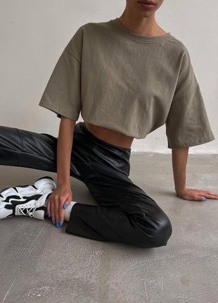 Черный штаны из эко-кожи. распродажа.