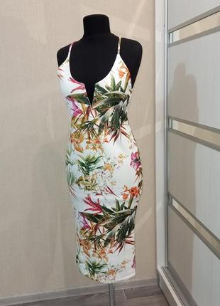 Шикарное платье в цветочный принт 🌺
