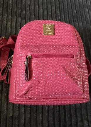 Яркий розовый рюкзак эко кожа