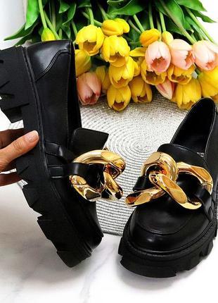 Эффектные модные черные туфли с золотым декором на массивной подошве
