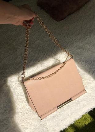 Сумочка з ланцюжками цепь сумка персикового бежевая