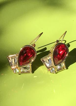 Золотистые серьги с красными и белыми камнями, американская бижутерия.
