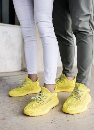 Желтые трендовые кроссовки изи бутс