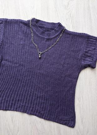 Укороченная фиолетовая футболка топ
