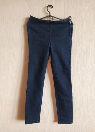 Трендовые джинсы с молнией сбоку