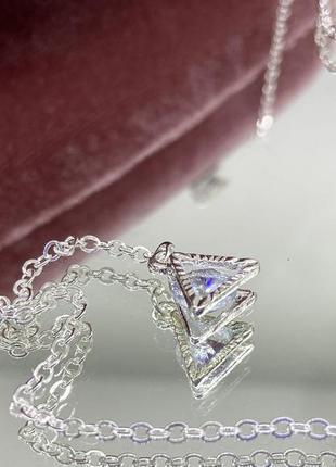 Женская цепочка для очков держатель серебристая с подвесками по бокам треугольники с камнями внутри