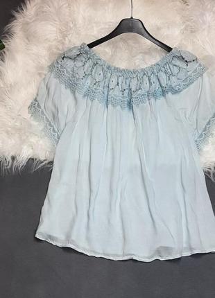Нежная голубая блуза