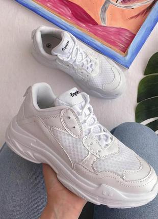 Новинка: очень стильные и удобные кроссы