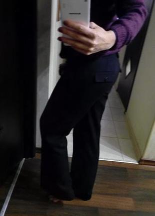 Прямые классические брюки со стрелками и карманами