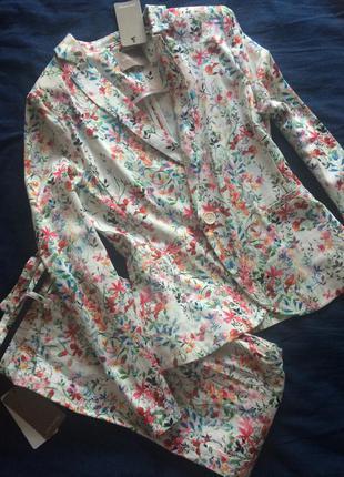 Стильный цветочный костюм от orsay