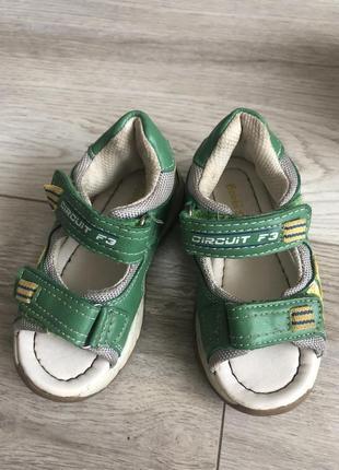 Дитяче взуття босоніжки