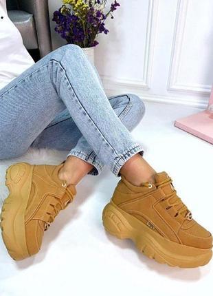 Крутые женские кроссовки на массивной подошве