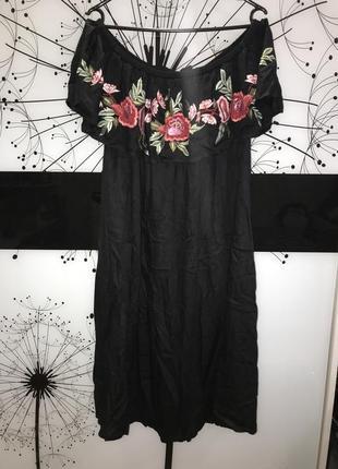 Платье чёрное с вышитыми цветами boohoo