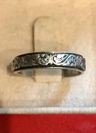 Винтажное серебряное кольцо с чернением и цветочным орнаментом по кругу. украина.