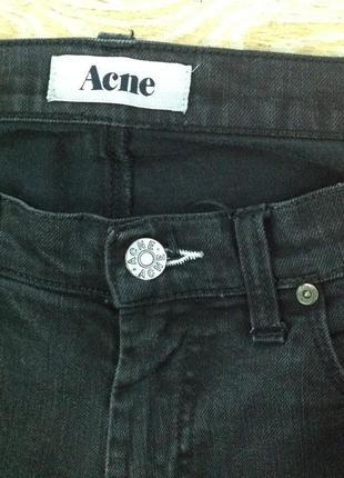 Отличные базовые джинсы, унисекс. брендовые.