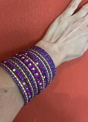 Индийский браслет  из 20 цветных колец с кристаллами.