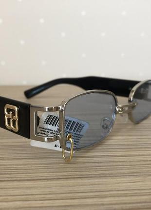 Крутые стильные солнцезащитные очки с цветными линзами