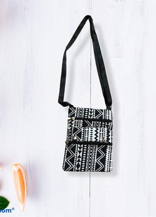 Маленькая сумочка с длинным ремешком