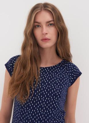 Женская синяя мягкая приятная к телу футболка с принтом цвета в ассортименте