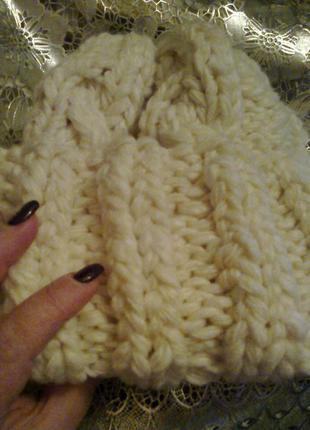 Объемная шапка ручной работы из шерсти