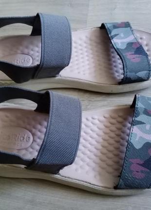 Удобные воздушные босоножки сандалии crocs women's literide оригинал 23см