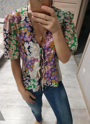 Актуальная блуза с актуальными рукавами фонариками в цветы