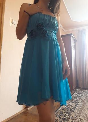 Нежное воздушное каскадное платье голубого цвета