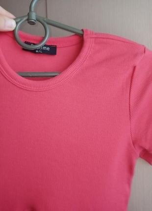 Стильная футболочка топ в рубчик новая яркий малиновый цвет
