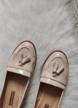 Бежевые туфли лоферы мокасины лаковые с кисточками балетки кожаные низком каблуке6 фото
