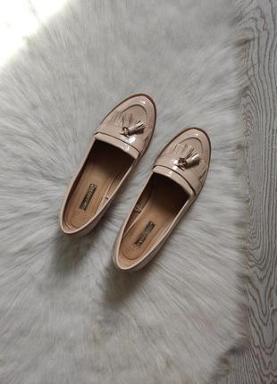 Бежевые туфли лоферы мокасины лаковые с кисточками балетки кожаные низком каблуке4 фото