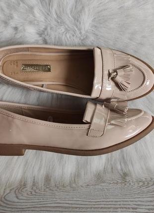Бежевые туфли лоферы мокасины лаковые с кисточками балетки кожаные низком каблуке2 фото